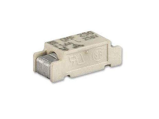 SMD olvadó biztosíték 3.15A 250V 11x4,6x3,9mm gyors SMDF 3.15A-OMF250